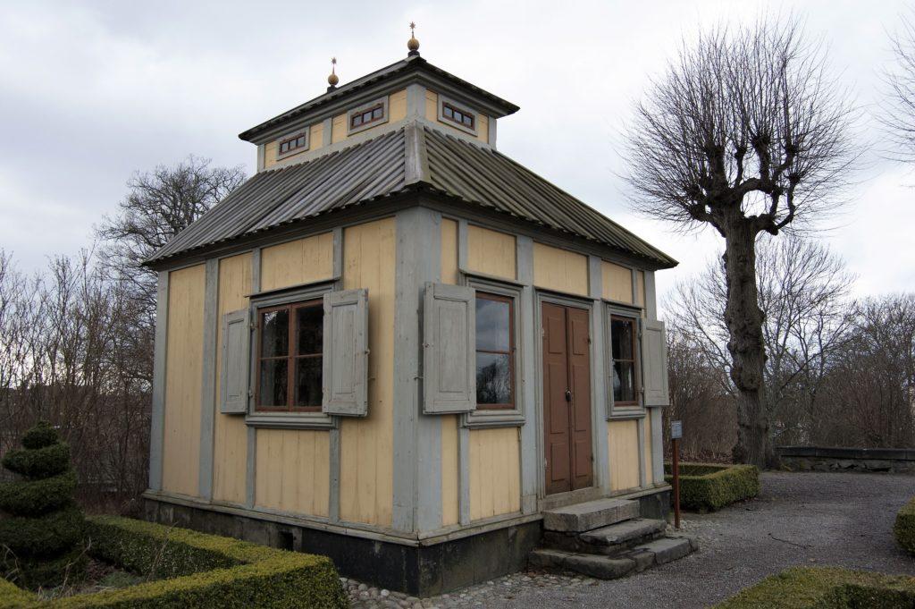 Originalet. Emanuel Swedenborg byggde flera lusthus på sin malmgård på Södermalm. Den enda bevarade står i dag på Skansen.