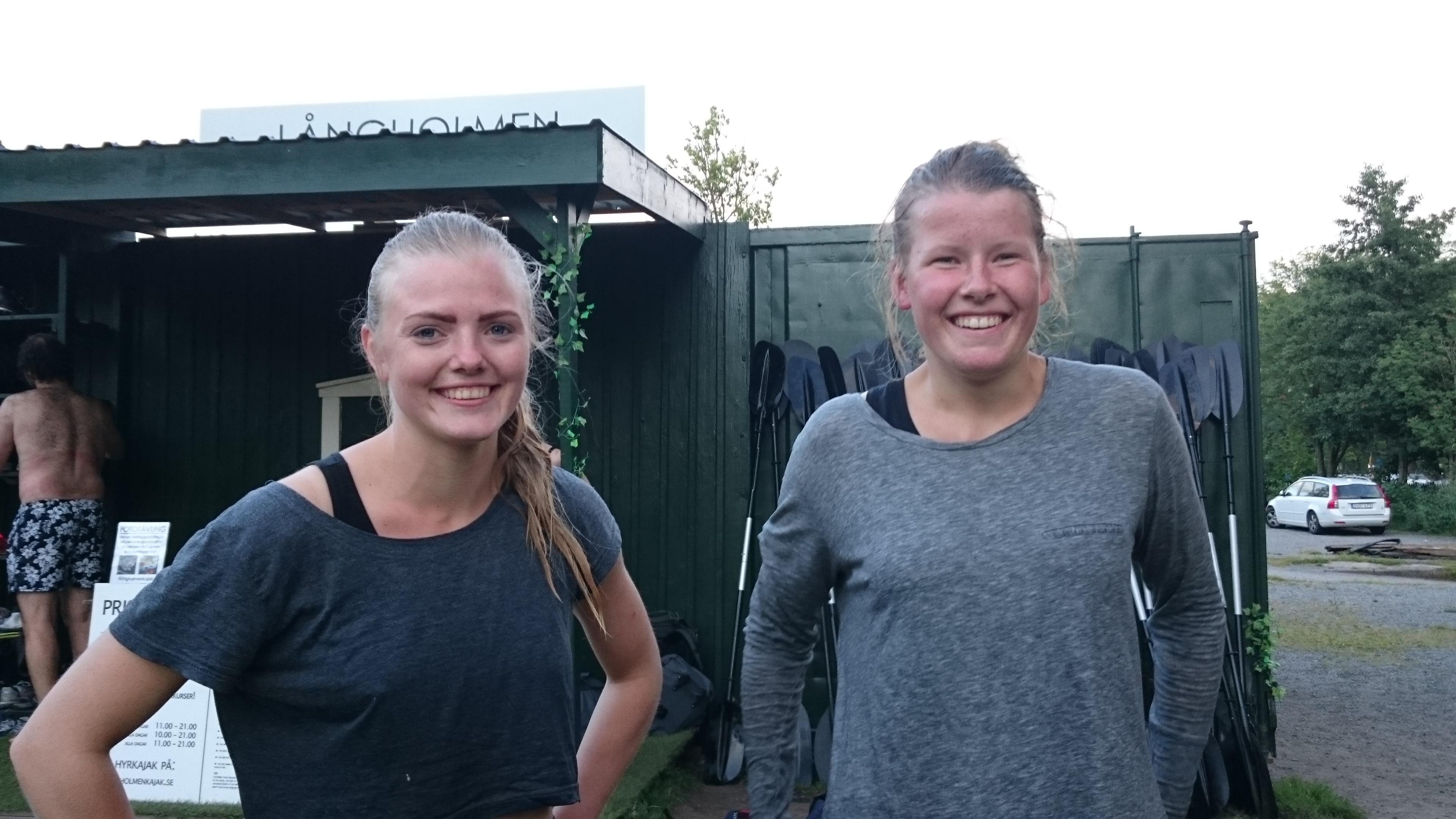 Hanna Lindoff Duprez och Louise Jansson har badat med kläderna på. -Vi provade kamraträddning, säger de två vännerna och ser nöjda ut.